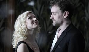 Sophie Quinton (Martine Langevin, dite Candice Lecoeur) en Jean-Paul Rouve (David Rousseau)