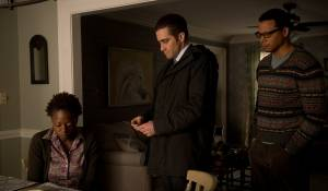 Prisoners: Viola Davis (Nancy Birch), Jake Gyllenhaal (Detective Loki) en Terrence Howard