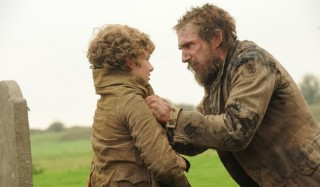 Toby Irvine en Ralph Fiennes in Great Expectations