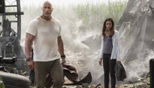 Rampage: Big Meets Bigger 3D: Dwayne Johnson (Davis Okoye) en Naomie Harris (Dr. Kate Caldwell)