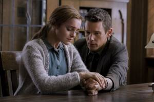 Regression: Emma Watson (Angela Gray) en Ethan Hawke (Bruce Kenner)
