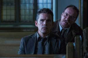 Regression: Ethan Hawke (Bruce Kenner) en David Thewlis (Professor Kenneth Raines)