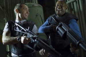 Repo Men: Jude Law (Remy) en Forest Whitaker (Jake Freivald)