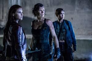 Resident Evil: The Final Chapter: Ali Larter (Claire Redfield), Milla Jovovich (Alice) en Ruby Rose (Abigail)