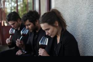 Retour en Bourgogne: François Civil (Jérémie), Pio Marmaï (Jean) en Ana Girardot (Juliette)