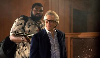 Theodus Crane en Robert De Niro in The Bag Man