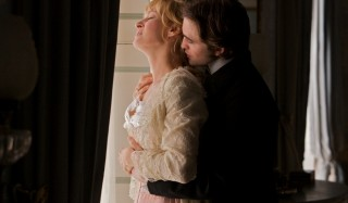 Uma Thurman en Robert Pattinson in Bel Ami
