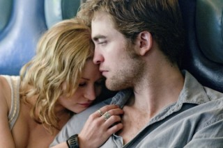 Emilie de Ravin en Robert Pattinson in Remember Me (2010)