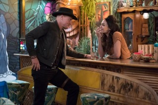 Woody Harrelson en Rosario Dawson in Zombieland: Double Tap