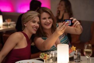 Scarlett Johansson en Jillian Bell in Girls Night Out