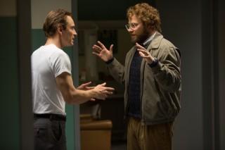 Michael Fassbender en Seth Rogen in Steve Jobs