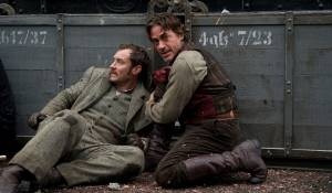 Sherlock Holmes: A Game of Shadows: Jude Law (Dr. John Watson) en Robert Downey Jr. (Sherlock Holmes)