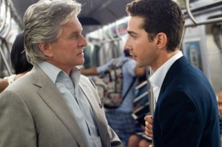 Michael Douglas en Shia LaBeouf in Wall Street: Money Never Sleeps
