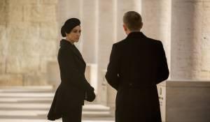 Spectre: Monica Bellucci (Lucia Sciarra) en Daniel Craig (James Bond)