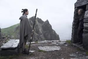 Star Wars: The Last Jedi 3D: Daisy Ridley (Rey) en Mark Hamill (Luke Skywalker)