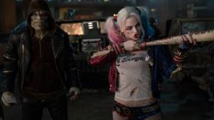 Suicide Squad: Adewale Akinnuoye-Agbaje (Waylon Jones / Killer Croc) en Margot Robbie (Dr. Harleen F. Quinzel / Harley Quinn)