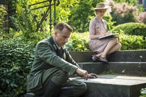 Suite Française: Matthias Schoenaerts (Bruno von Falk) en Michelle Williams (Lucile Angellier)