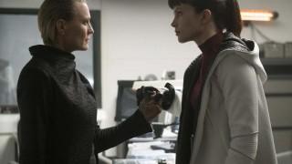 Robin Wright en Sylvia Hoeks in Blade Runner 2049