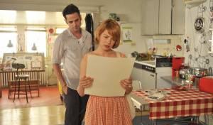 Take This Waltz: Luke Kirby (Daniel) en Michelle Williams (Margot)