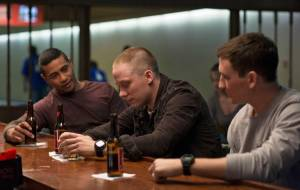 Thank You for Your Service: Beulah Koale (Solo), Joe Cole en Miles Teller (Adam Schumann)