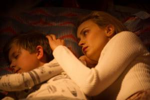 The 9th Life of Louis Drax: Aiden Longworth (Louis Drax) en Sarah Gadon (Natalie)