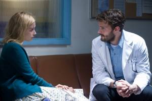 The 9th Life of Louis Drax: Sarah Gadon (Natalie) en Jamie Dornan (Dr. Allan Pascal)