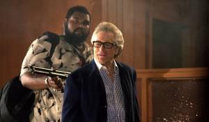 The Bag Man: Theodus Crane (Goose) en Robert De Niro