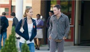 The Beaver: Jennifer Lawrence (Norah) en Anton Yelchin (Porter Black)