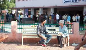The Best Exotic Marigold Hotel: Dev Patel (Sonny) en Judi Dench (Evelyn)