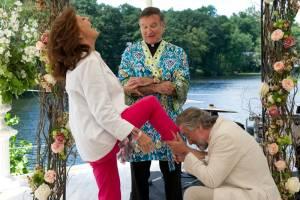 The Big Wedding: Susan Sarandon (Bebe McBride), Robin Williams (Father Monaghan) en Robert De Niro (Don Griffin)
