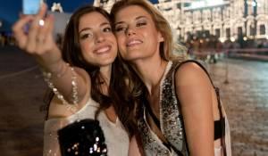 The Darkest Hour: Olivia Thirlby (Natalie) en Rachael Taylor (Anne)