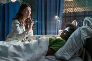 The Darkest Minds: Mandy Moore (II) (Cate) en Amandla Stenberg (Ruby)