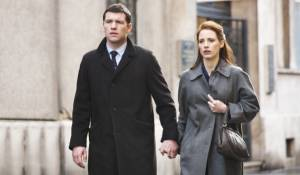 The Debt: Sam Worthington (Young David) en Jessica Chastain (Young Rachel Singer)
