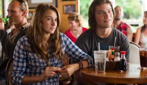 Shailene Woodley (Alexandra) en Nick Krause (Sid)