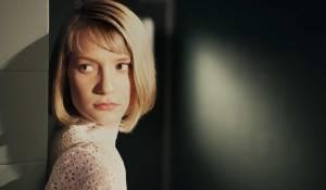 Mia Wasikowska (Hannah)