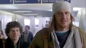 The End of the Tour: Jesse Eisenberg (David Lipsky) en Jason Segel (David Foster Wallace)