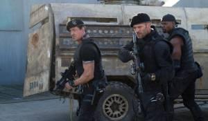 The Expendables 2: Sylvester Stallone (Barney Ross), Jason Statham (Lee Christmas) en Terry Crews (I) (Hale Caesar)