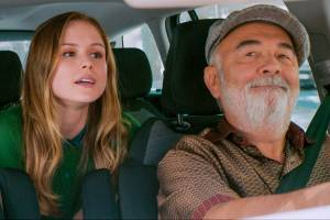 The Extraordinary Journey of the Fakir: Erin Moriarty (Marie) en Gérard Jugnot (Gustave)