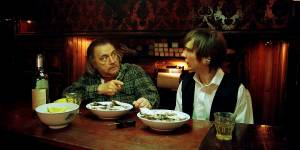The Good Heart: Brian Cox (Jacques) en Paul Dano (Lucas)
