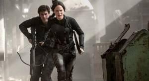 Liam Hemsworth (Gale Hawthorne) en Jennifer Lawrence (Katniss Everdeen)