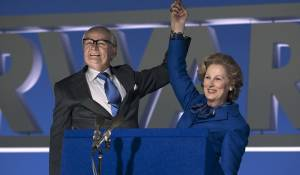 The Iron Lady: Jim Broadbent (Denis Thatcher) en Meryl Streep (Margaret Thatcher)