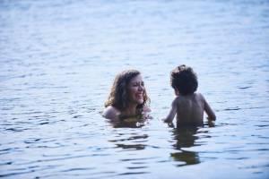 Maggie Gyllenhaal (Lisa Spinelli) en Parker Sevak (Jimmy Roy)
