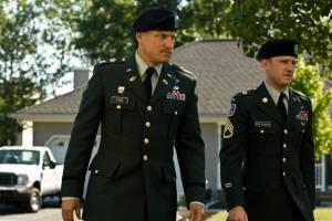 The Messenger: Ben Foster (Staff Sergeant Will Montgomery) en Woody Harrelson (Captain Tony Stone)