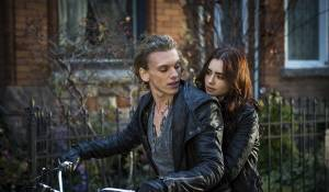 The Mortal Instruments: City of Bones: Jamie Campbell Bower (Jace Wayland) en Lily Collins (Clary Fray)