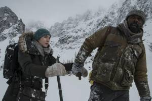 The Mountain Between Us: Kate Winslet (Ashley Knox) en Idris Elba (Ben Payne)