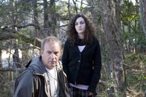 The New Daughter: Ivana Baquero (Louisa James) en Kevin Costner (John James)