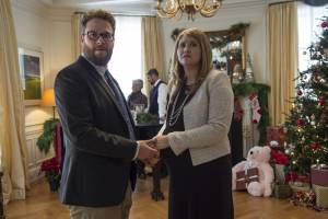 The Night Before: Seth Rogen (Isaac) en Jillian Bell
