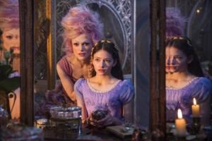 Keira Knightley (Sugar Plum Fairy) en Mackenzie Foy (Clara)