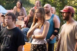 Zack Gottsagen (Zak), Dakota Johnson (Eleanor) en Shia LaBeouf (Tyler)