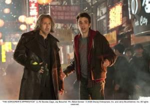 The Sorcerer's Apprentice: Nicolas Cage (Balthazar Blake) en Jay Baruchel (Dave Stutler)